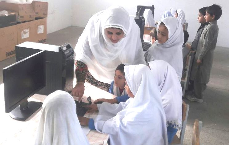 Nasim Akhtar establishes computer labs in schools